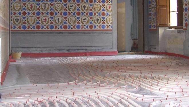 calefacción y refrigeración en el piso en el castillo