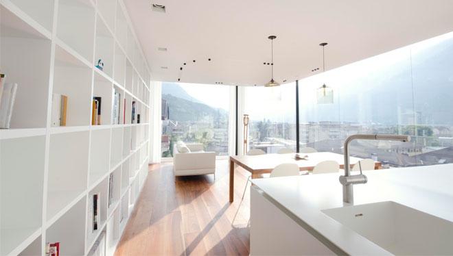 Pavimento Zeromax e soffitto radiante Leonardo gestiti da regolazione intelligente Smartcomfort