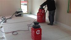 Squadra EURASS di Eurotherm alla posa del pavimento radiante a minimo spessore Zeromax