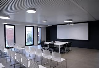 Sistema radiante metallico a soffitto Sapp per la climatizzazione degli uffici VBN S.p.A.