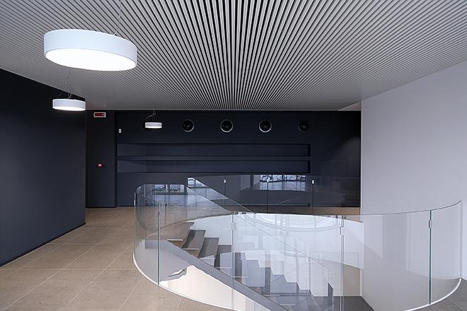 Soffitto radiante metallicco SAPP per climatizzare gli uffici VBN S.p.A.