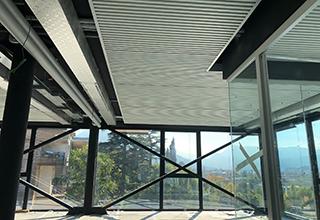 Sistema radiante a soffitto metallico doghe SAPP per gli uffici CBA Group di Rovereto
